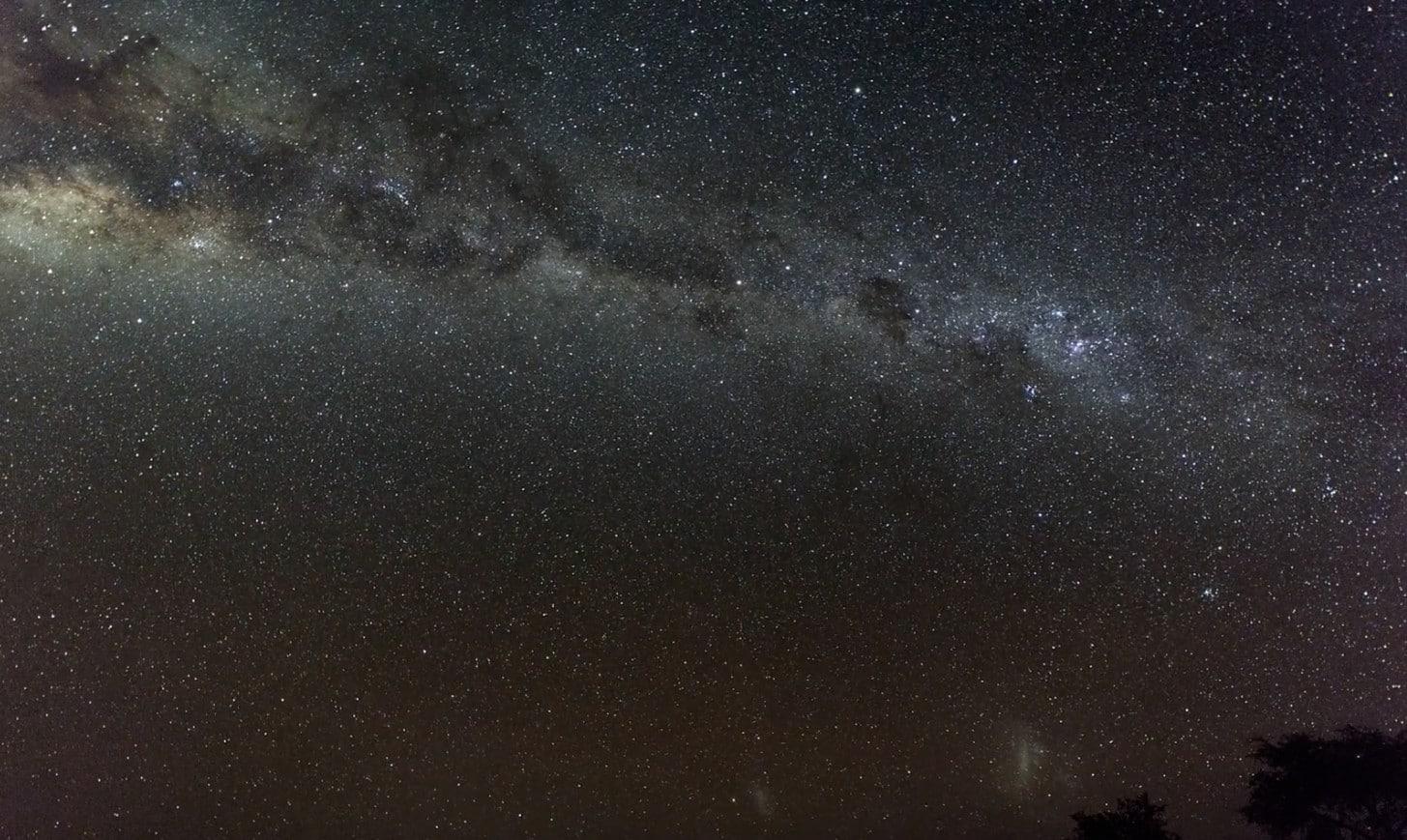 Nachthimmel über der Rooisand Desert Ranch in Namibia